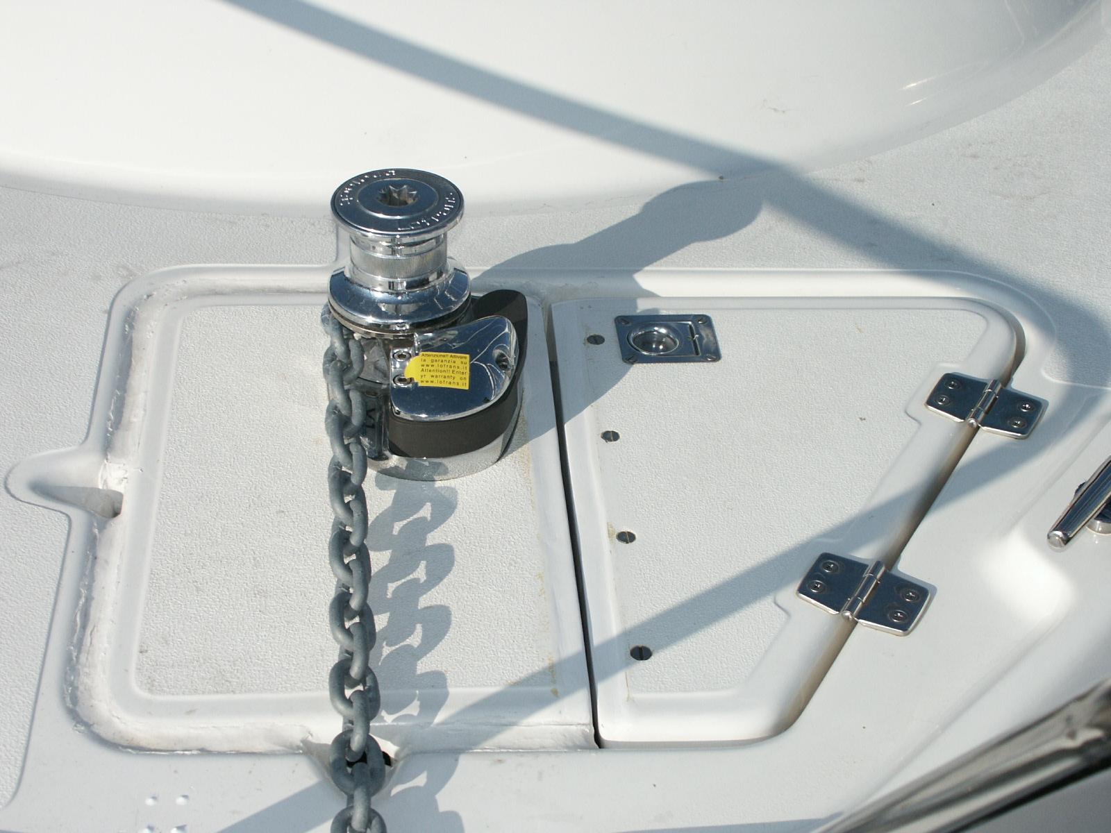 Pose d un guindeau bateau goulotte protection cable - Goulotte protection cable electrique exterieur ...